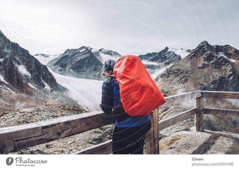 Frau mit Blick auf den Pitztaler Gletscher | E5 Ferien & Urlaub & Reisen wandern Mensch Natur Landschaft Alpen Berge u. Gebirge Gipfel Hütte Jacke Sonnenbrille