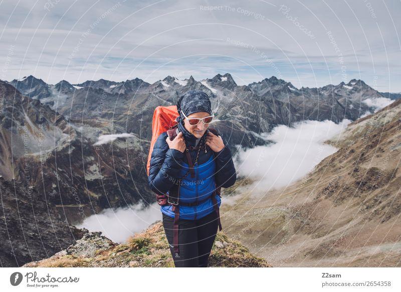 Junge Frau auf dem Pitztaler Jöchl | E5 Lifestyle Ferien & Urlaub & Reisen Abenteuer wandern Jugendliche 18-30 Jahre Erwachsene Natur Landschaft Wolken Herbst