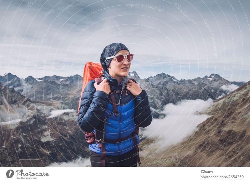 Junge Frau auf dem Gipfel des Pitztaler Jöchl | E5 Ferien & Urlaub & Reisen Abenteuer Expedition wandern Jugendliche 18-30 Jahre Erwachsene Natur Landschaft