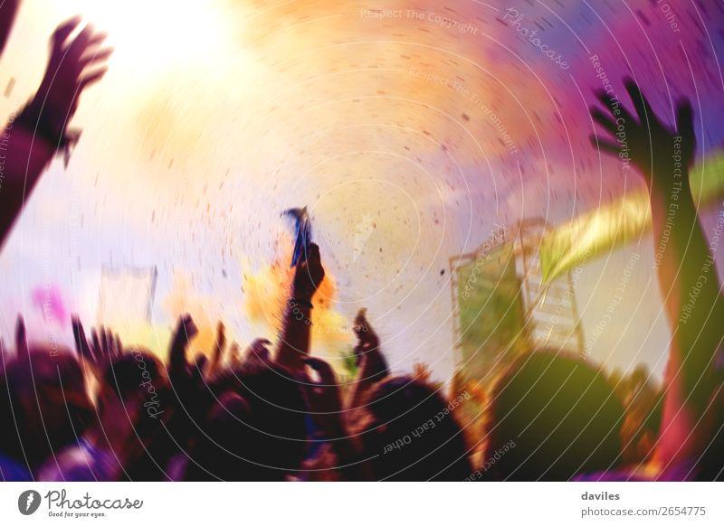 Mensch Jugendliche Hand Freude Lifestyle Feste & Feiern orange Felsen rosa Musik Kultur verrückt Tanzen Jugendkultur Konzert Euphorie