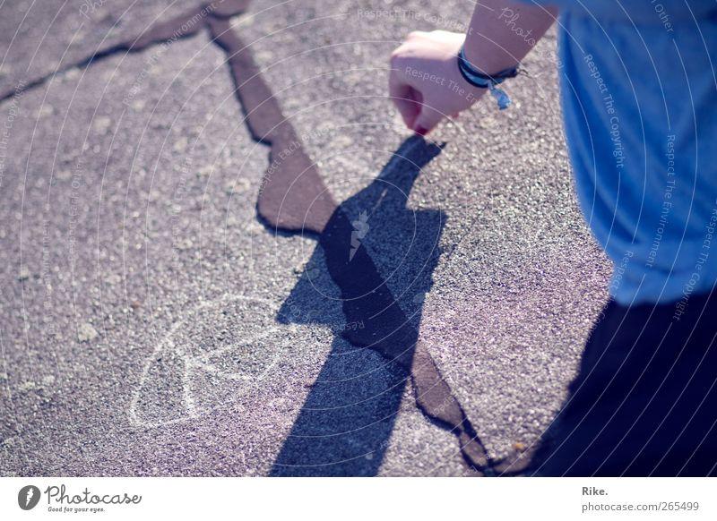 Ein bisschen Frieden. Spielen Mensch Kind Junge Frau Jugendliche Kindheit Hand 1 Kunst Maler Jugendkultur Straße Kreide Stein Zeichen zeichnen schreien trendy
