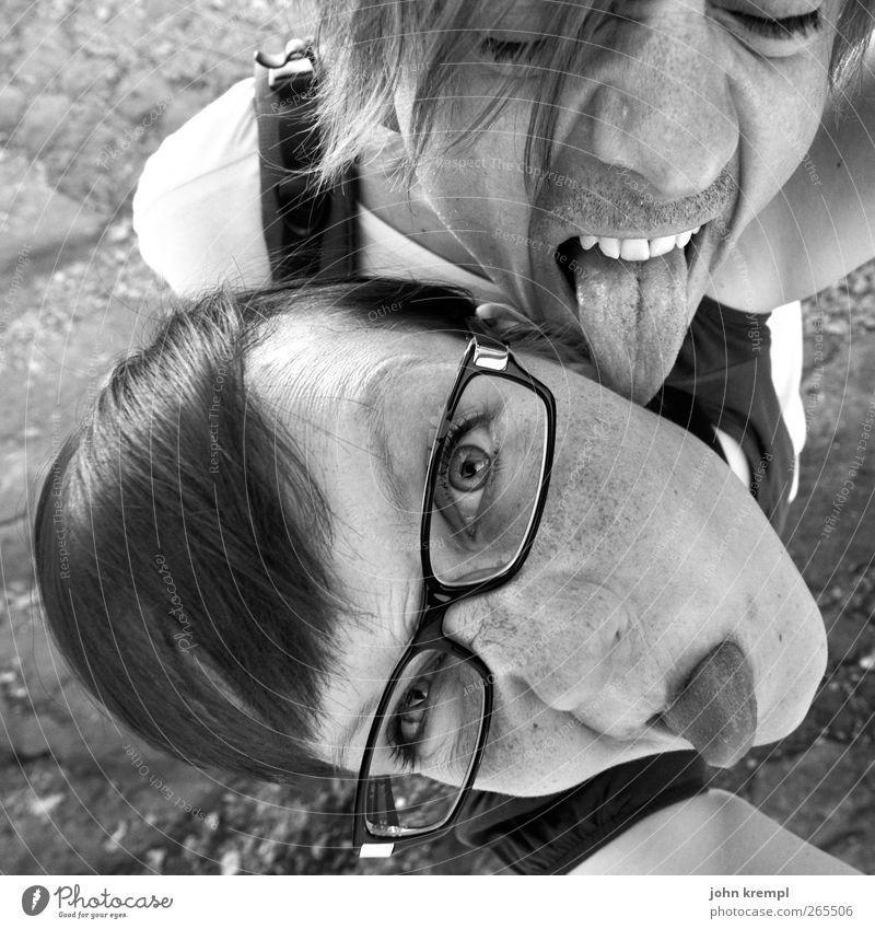350 | Leck mich Mensch Junge Frau Jugendliche Junger Mann Paar Partner Zunge 2 18-30 Jahre Erwachsene 30-45 Jahre Brille Dreitagebart Coolness Erotik Glück