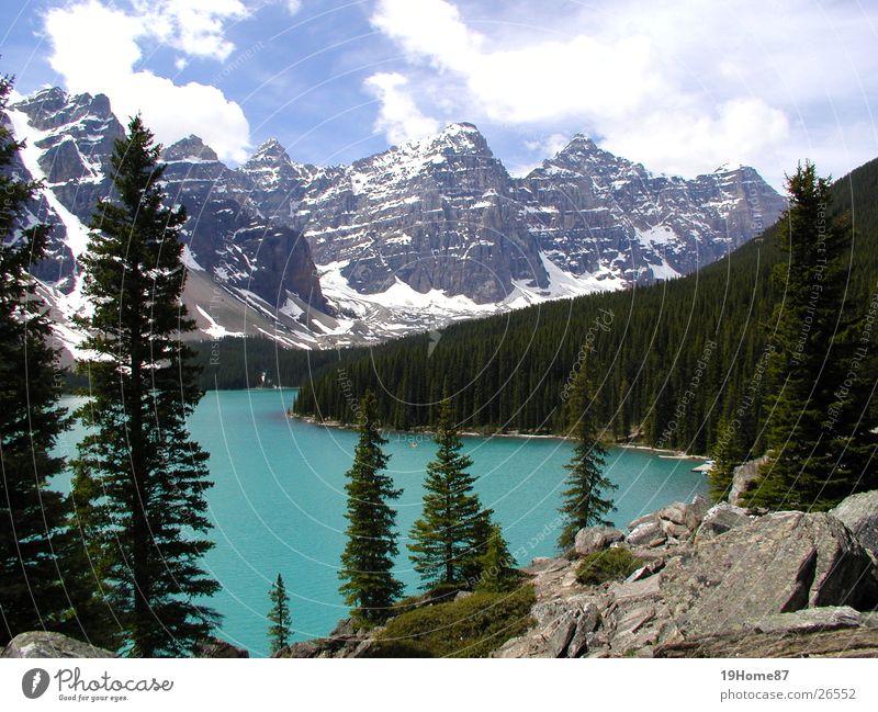 Moraine Lake, Kanada Natur Baum blau ruhig Wolken Einsamkeit Erholung Berge u. Gebirge See Landschaft Nebel hoch Romantik Nationalpark Nadelbaum