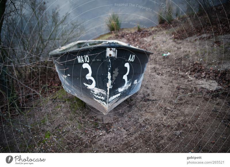 majo3 Winter Küste Seeufer Strand Bucht Schifffahrt Bootsfahrt Fischerboot Wasserfahrzeug An Bord liegen trashig braun Angeln Holz Schiffsplanken