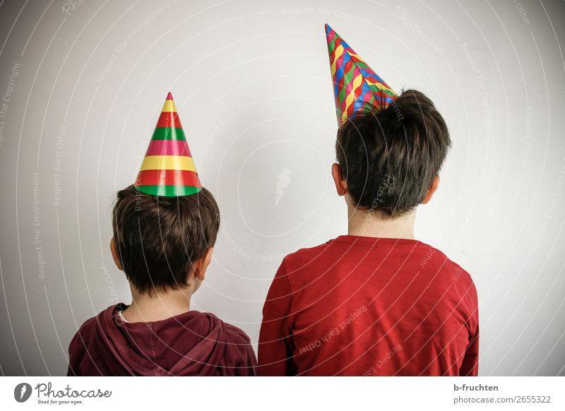 Spass im Doppelpack Entertainment Party Veranstaltung Feste & Feiern Karneval Kind Geschwister 2 Mensch 3-8 Jahre Kindheit Hut gebrauchen Spielen stehen dunkel