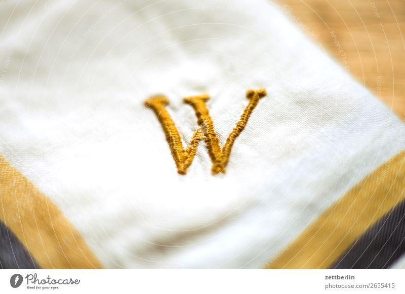 Dabbeljuh Buchstaben Schriftzeichen schreiben initiale w Sticken gestickt Nähgarn gold gelb Taschentuch Handarbeit Haushaltsführung Typographie Schmuck Name