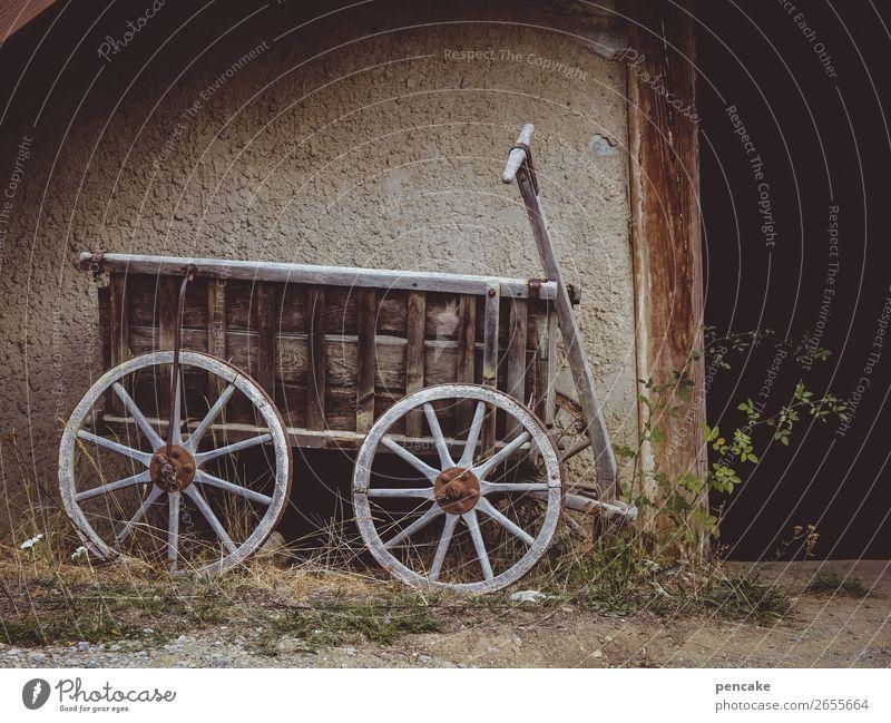 reise in die vergangenheit Haus Mauer Wand Tür Handwagen alt historisch Holz Rad Bauernhof Museum Freilichtmuseum Karre Vergangenheit Landwirtschaft