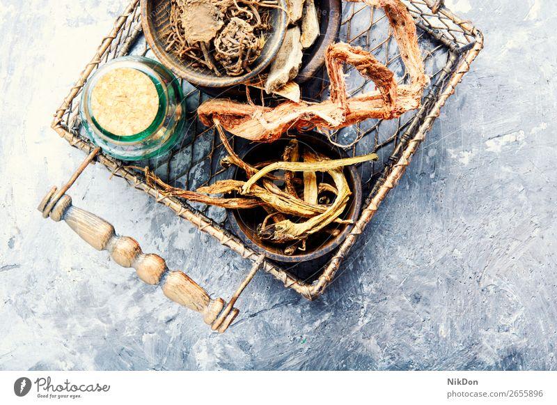 Satz von Wurzeln von Heilpflanzen Kalmus acorus Korb trocknen Pflanze Medizin Gesundheit Kraut medizinisch Baldrian Rhizome Hedysarum organisch Kräuterkundige
