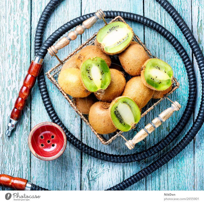 Stilleben mit Kiwi-Hookah Wasserpfeifenrauch Tabak Frucht Rauch shisha Shisha rauchen Mundstück Rauchen Erholung Wasserpfeifen-Lounge arabisch Türkisch Osten