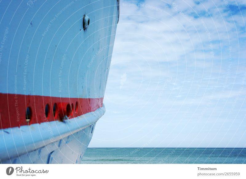 Blau, blau, blau Ferien & Urlaub & Reisen Umwelt Natur Urelemente Wasser Himmel Sommer Schönes Wetter Nordsee Dänemark Schifffahrt Fischerboot Holz warten rot