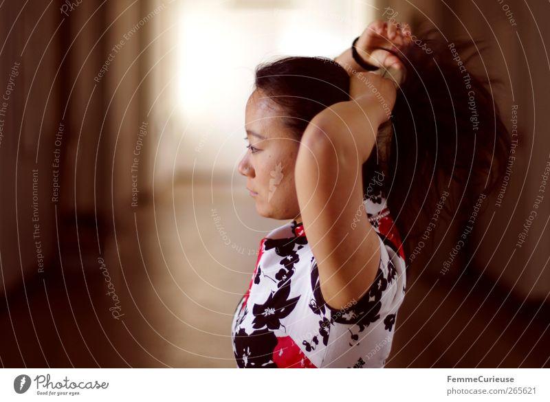 Woman tying back her hair. Mensch Frau Jugendliche weiß schön rot Blume schwarz Erwachsene feminin Bewegung Junge Frau Kopf braun 18-30 Jahre Arme