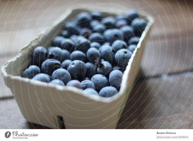 Geburtstagsbeerenkuss für Barbaclara blau weiß Gesundheit Zufriedenheit Frucht Lebensmittel kaufen Sträucher süß Landwirtschaft genießen Lebensfreude Ernte