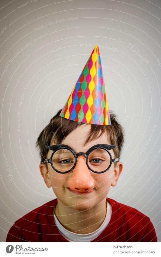 Ein bissl Spass muss sein Freude Party Veranstaltung Feste & Feiern Karneval Jahrmarkt Kind Gesicht Nase 1 Mensch Brille Hut Blick frech Fröhlichkeit lustig