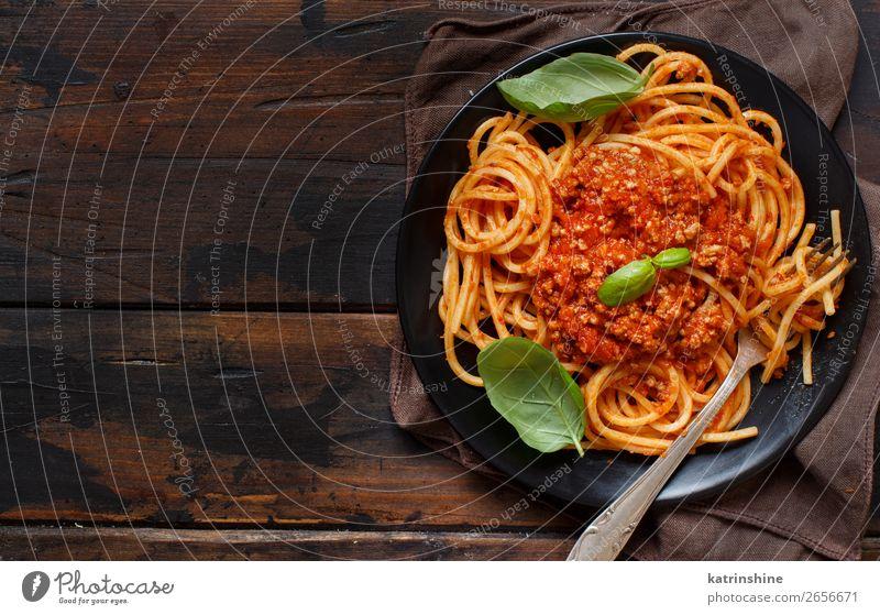 Spaghetti-Nudeln mit Bolognesesauce Fleisch Käse Kräuter & Gewürze Mittagessen Abendessen Teller Gabel Holz hell oben Tradition Basilikum Rindfleisch