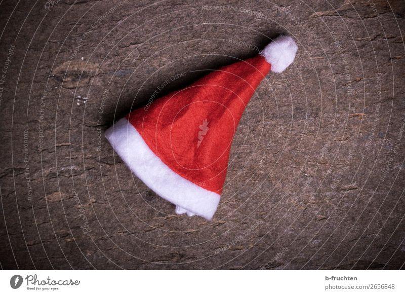 HO HO HO Feste & Feiern Weihnachten & Advent Accessoire Mütze liegen rot Gefühle Stimmung Langeweile Misserfolg Nikolausmütze Weihnachtsmann verloren vergessen