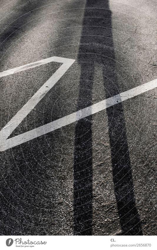 langebeinezickzack Mensch Straße Beine Erwachsene Wege & Pfade Linie Wachstum authentisch Perspektive Schönes Wetter groß einzigartig Wandel & Veränderung Boden