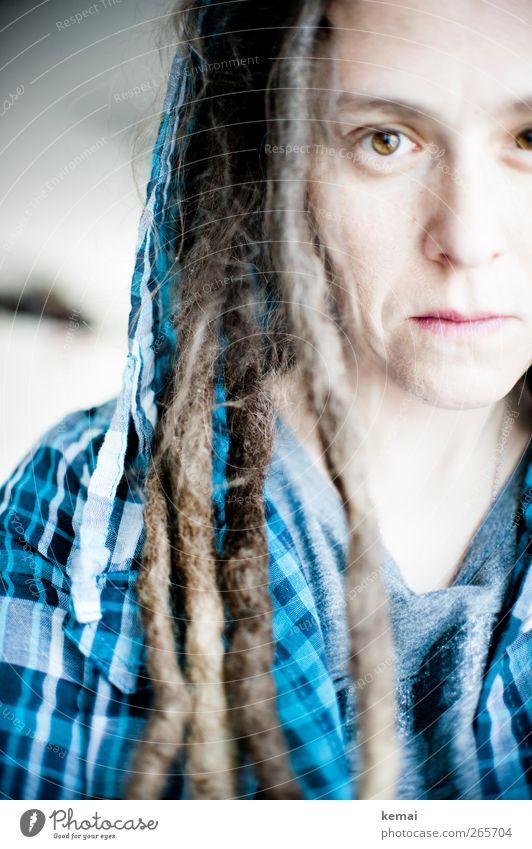Karfreitag Lifestyle Haare & Frisuren Mensch feminin Frau Erwachsene Leben Haut Kopf Gesicht Auge Nase Mund 1 30-45 Jahre Hemd kariert Kapuze brünett