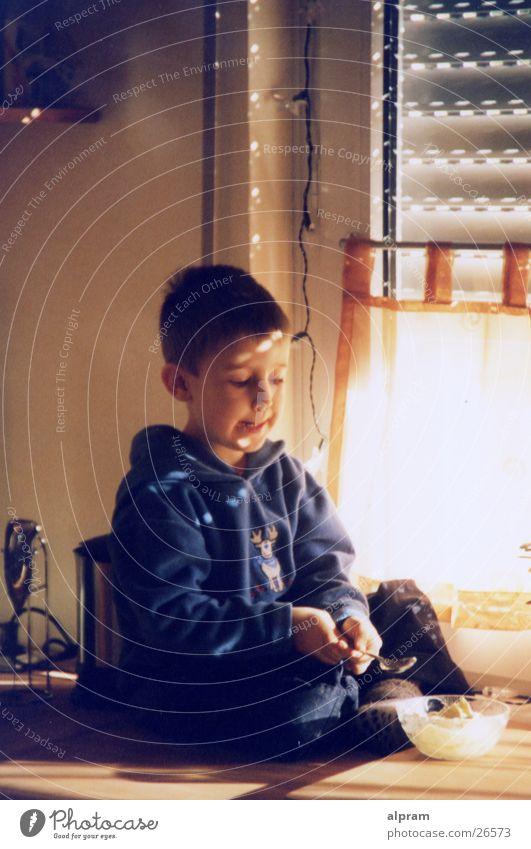 essendes Kind Mann Ernährung Fenster Küche