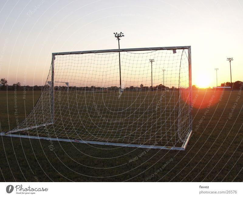 Tooooooor Sport Fußball Tor Abendsonne Sportplatz