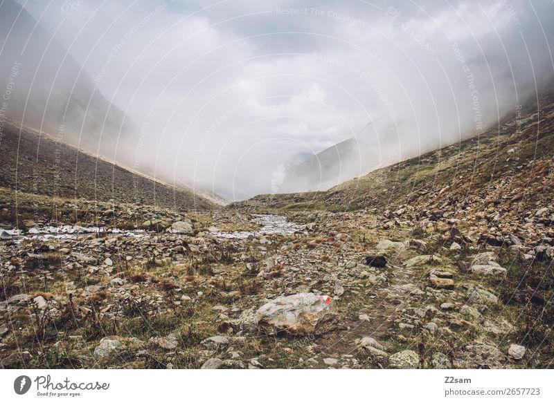Aufstieg zum Timmelsjoch | E5 wandern Umwelt Natur Landschaft Wolken Klima Klimawandel schlechtes Wetter Nebel Felsen Alpen Berge u. Gebirge bedrohlich