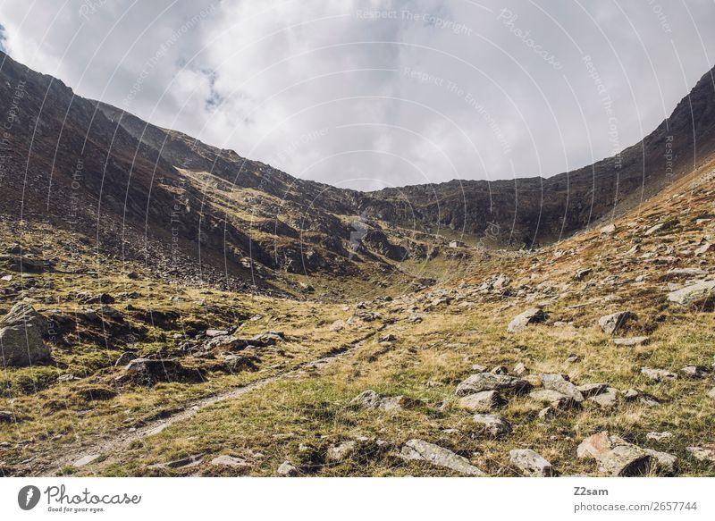 Blick zurück auf das Timmelsjoch | Südtirol Abenteuer wandern Natur Landschaft Wolken Herbst Schönes Wetter Alpen Berge u. Gebirge Gipfel gigantisch hoch