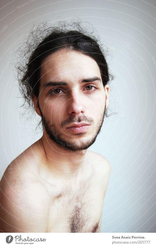 nicht erreicht... maskulin Körper Haut Kopf Haare & Frisuren Gesicht Schulter 1 Mensch 18-30 Jahre Jugendliche Erwachsene Mauer Wand schwarzhaarig brünett