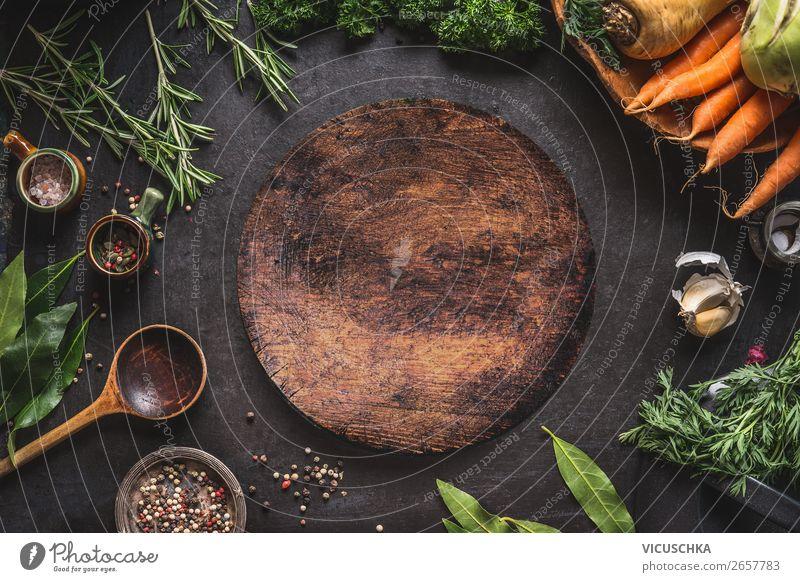 Gemüse, Kräuter, Gewürze und leere Schneidebrett Lebensmittel Kräuter & Gewürze Ernährung Bioprodukte kaufen Stil Design Kochlöffel Hintergrundbild Textfreiraum