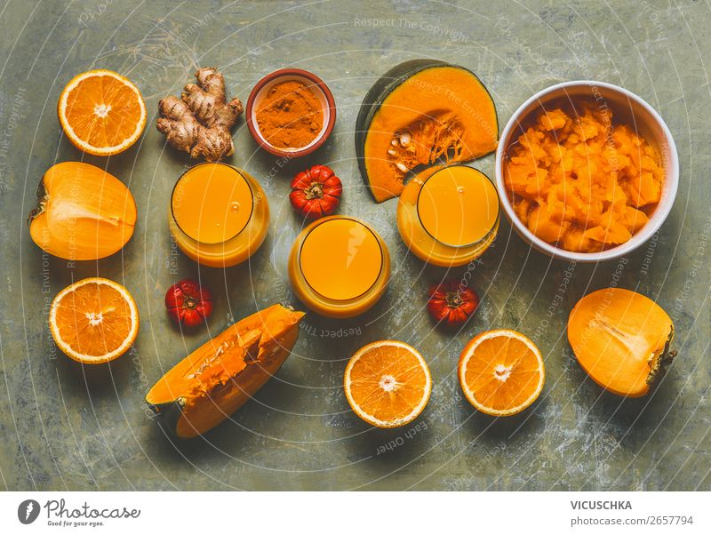 Smoothie aus Kaki, Kürbis, Orange und Turmeric Lebensmittel Gemüse Frucht Ernährung Bioprodukte Vegetarische Ernährung Diät Getränk Saft Glas Stil Design