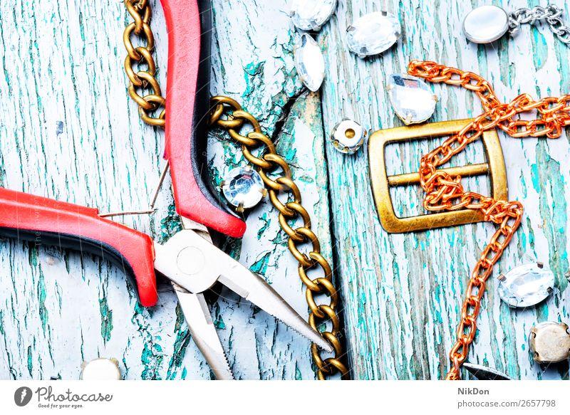 Herstellung von handgemachtem Schmuck anketten Handwerk Halskette gold Metall Silber Mode Juwel Stein Wulst Diamant retro Reichtum handgefertigt Schmuckanhänger