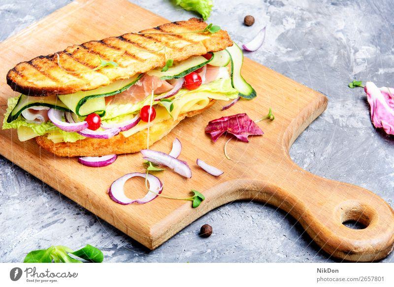 Sandwiches auf Schneidebrett Lebensmittel Brot Belegtes Brot Salat Snack Abendessen Gemüse Frühstück Fleisch Salatbeilage Gesundheit Schinken grün Zuprosten