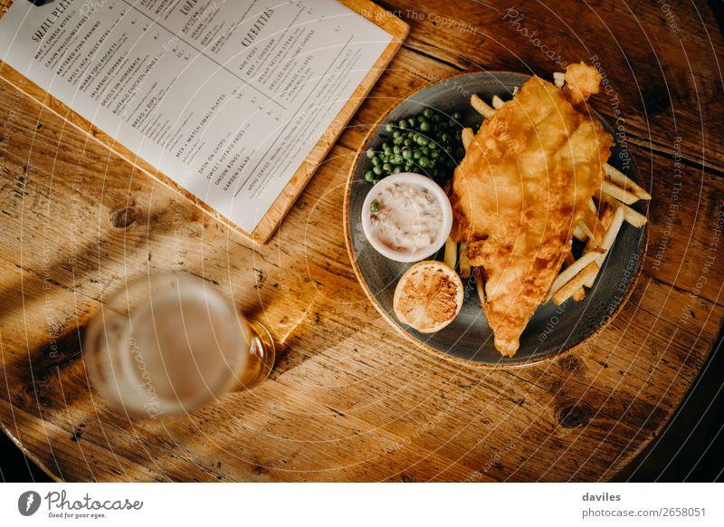 Speise Lebensmittel Essen Holz gold Tisch Fisch lecker Tradition Restaurant Bier Holztisch Mahlzeit Zitrone rustikal Mittagessen
