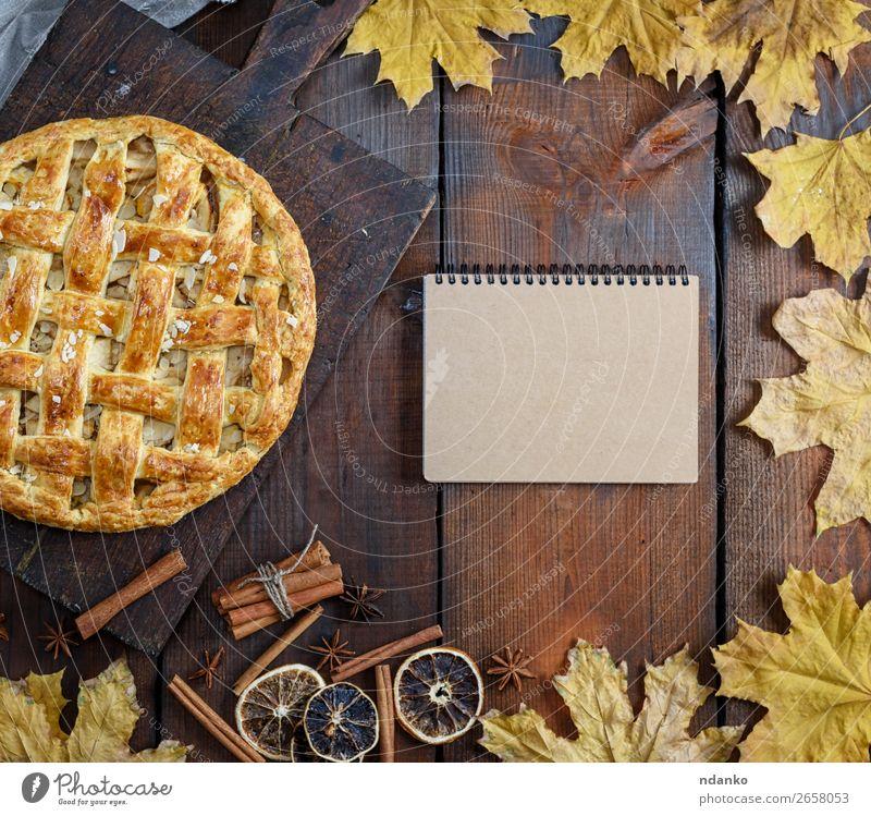 gebackene ganze runde Apfelkuchen Frucht Dessert Süßwaren Tisch Küche Herbst Holz frisch lecker oben braun Tradition Notebook Rezept leer Speisekarte Amerikaner