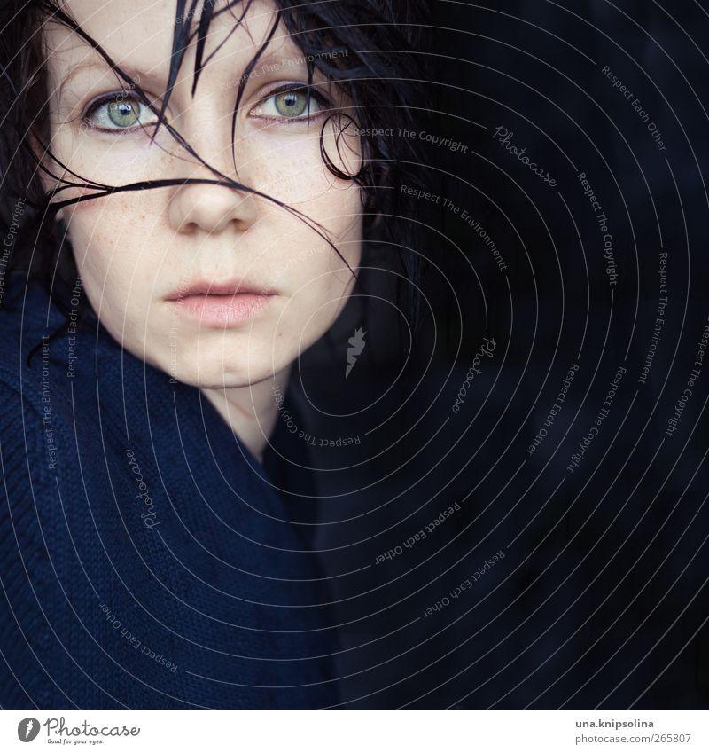 zu glatt schön feminin Junge Frau Jugendliche Erwachsene 1 Mensch 18-30 Jahre Haare & Frisuren brünett Haarsträhne Denken träumen Traurigkeit bedrohlich nah