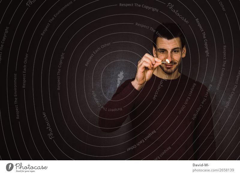 Streichholz Mensch Jugendliche Mann Junger Mann Hand Freude Gesicht Lifestyle Erwachsene Leben Wärme Kunst Lächeln Finger beobachten Feuer