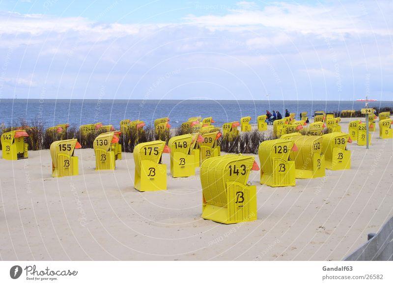 Cuxiland-Impressionen 4 gelb Sand Perspektive Europa stehen Strandkorb Cuxhaven