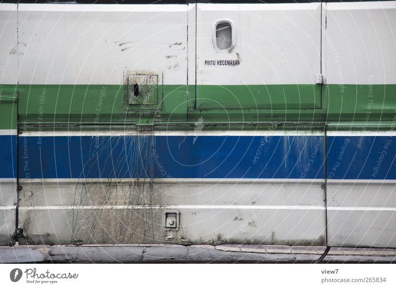 Bus Mauer Wand Fassade Fahrzeug Reisebus Metall Linie Streifen alt authentisch einfach Ekel modern trist verrückt blau mehrfarbig grün Beginn einzigartig