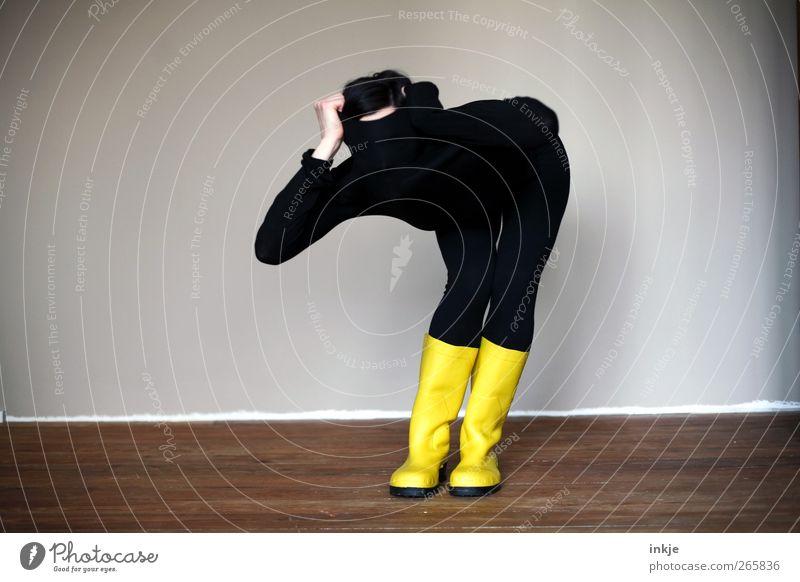 Nonverbal kommunizieren Mensch schwarz gelb Leben Gefühle Körper Raum außergewöhnlich stehen Lifestyle Coolness Neugier beobachten machen verstecken Strumpfhose