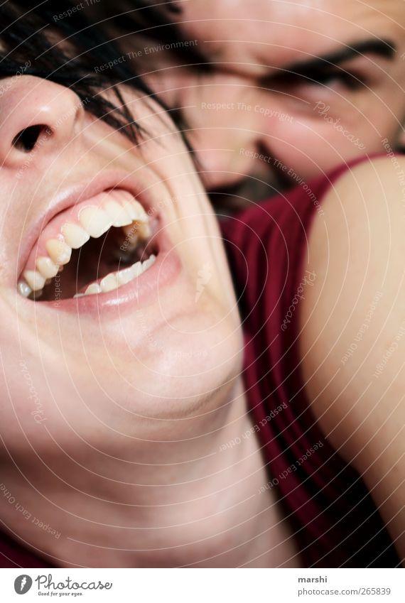 das Bettmonster greift an... Mensch Frau Mann Jugendliche Freude Gesicht Erwachsene Liebe feminin Gefühle Glück Kopf lachen lustig Stimmung Freizeit & Hobby