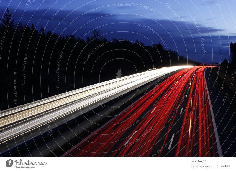 Lichtspuren A9 Himmel Wolken Verkehr Verkehrswege Straßenverkehr Autofahren Autobahn Fahrzeug PKW Lastwagen Bewegung leuchten rot weiss Farbfoto Außenaufnahme