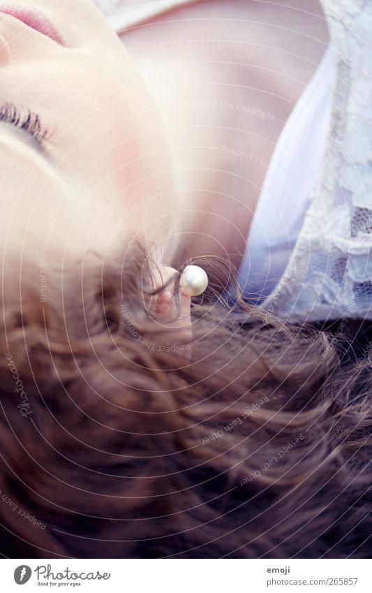 Detail I Mensch Jugendliche schön Erwachsene feminin Haare & Frisuren Junge Frau 18-30 Jahre Schmuck Locken brünett Perle Accessoire Ohrringe