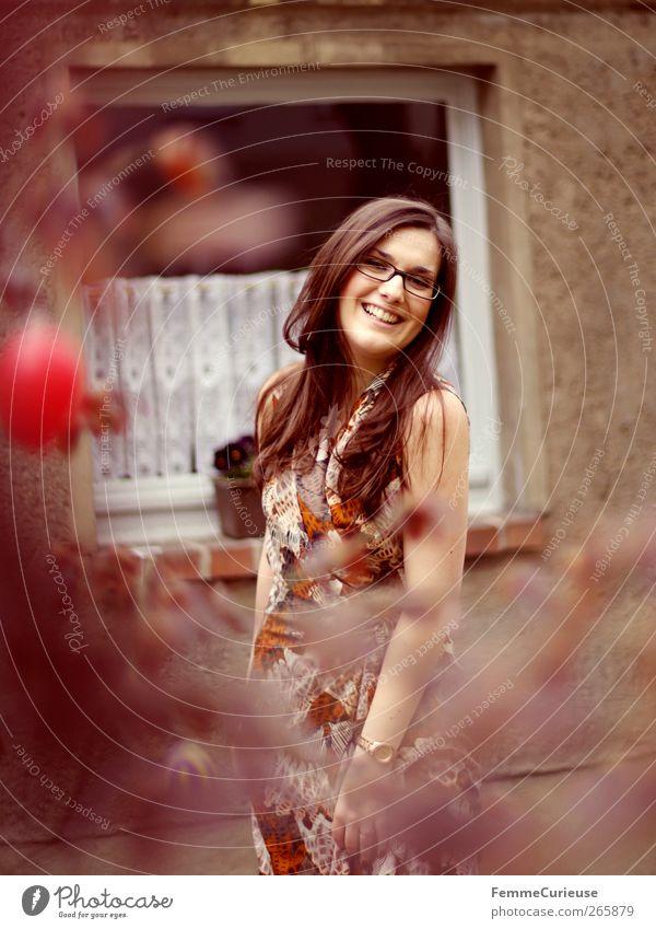 Brunette beauty I. Mensch Frau Jugendliche Freude Erwachsene Kopf lachen Garten Stil Autofenster Kraft elegant Arme ästhetisch Junge Frau 18-30 Jahre