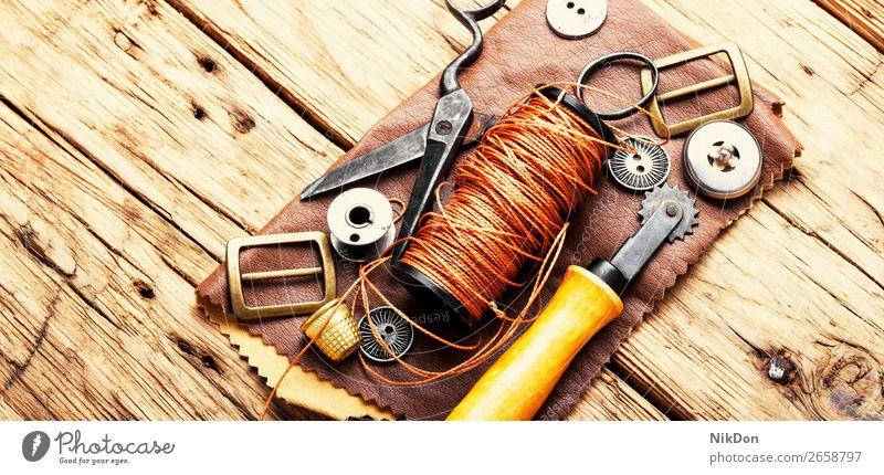 Werkzeuge für das Lederhandwerk Handwerk handgefertigt manuell Arbeit Werkstatt Basteln Schuster Reparatur alt Hobby Herstellung Kunsthandwerker retro