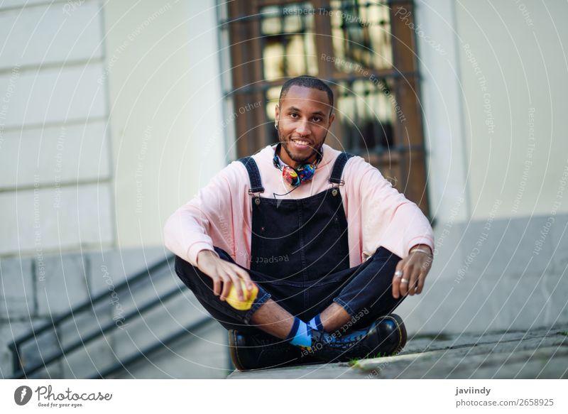 Mensch Jugendliche Mann schön Junger Mann schwarz 18-30 Jahre Straße Essen Lifestyle Erwachsene natürlich Glück Frucht maskulin modern