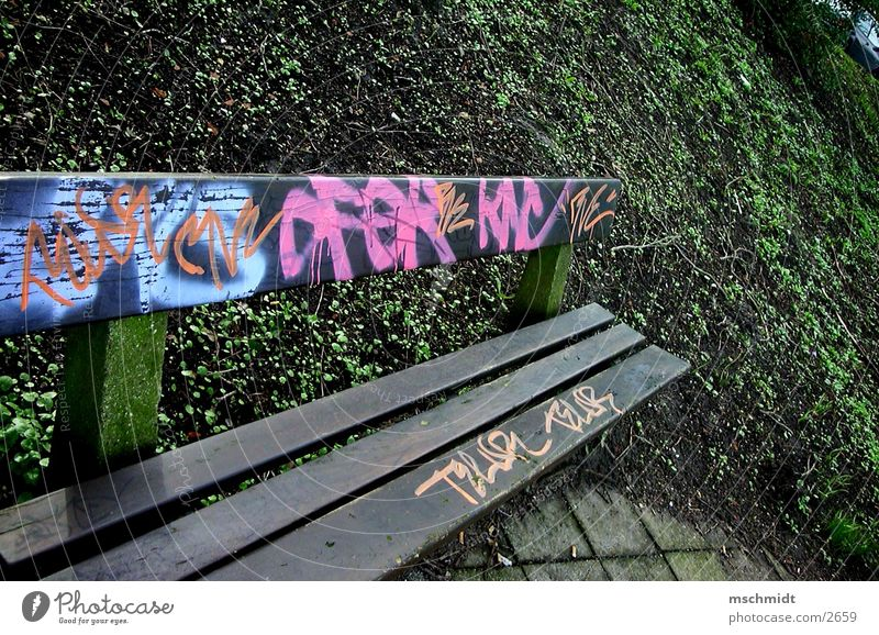 bad*bank Farbe Graffiti dreckig Bank Dinge Spray Tagger