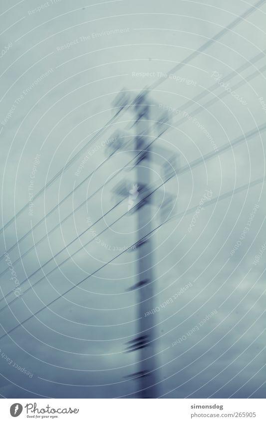 electro! Energiewirtschaft Wolken Gewitterwolken schlechtes Wetter Unwetter Bewegung dunkel dünn grau Endzeitstimmung Strommast Hochspannungsleitung Kabel