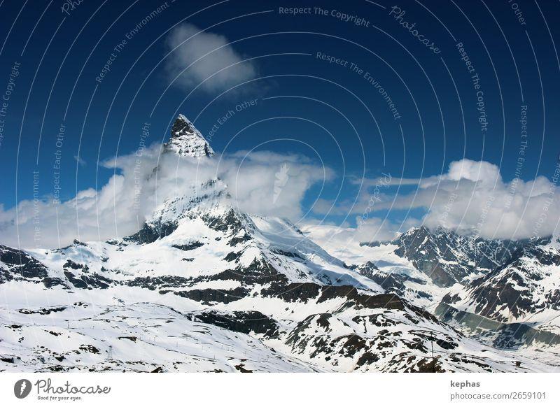 Matterhorn in Wolken II Himmel blau weiß Berge u. Gebirge kalt Schnee Felsen Eis groß Klima Gipfel Alpen Schneebedeckte Gipfel Urelemente Frost