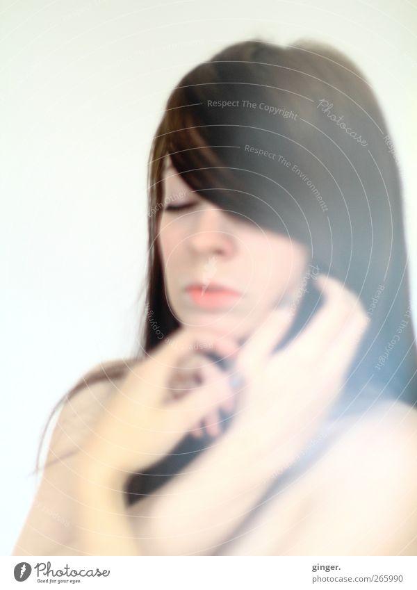 no matter what they say. Mensch feminin Junge Frau Jugendliche Erwachsene Leben Kopf Haare & Frisuren Gesicht Hand 1 18-30 Jahre brünett einzigartig frieren