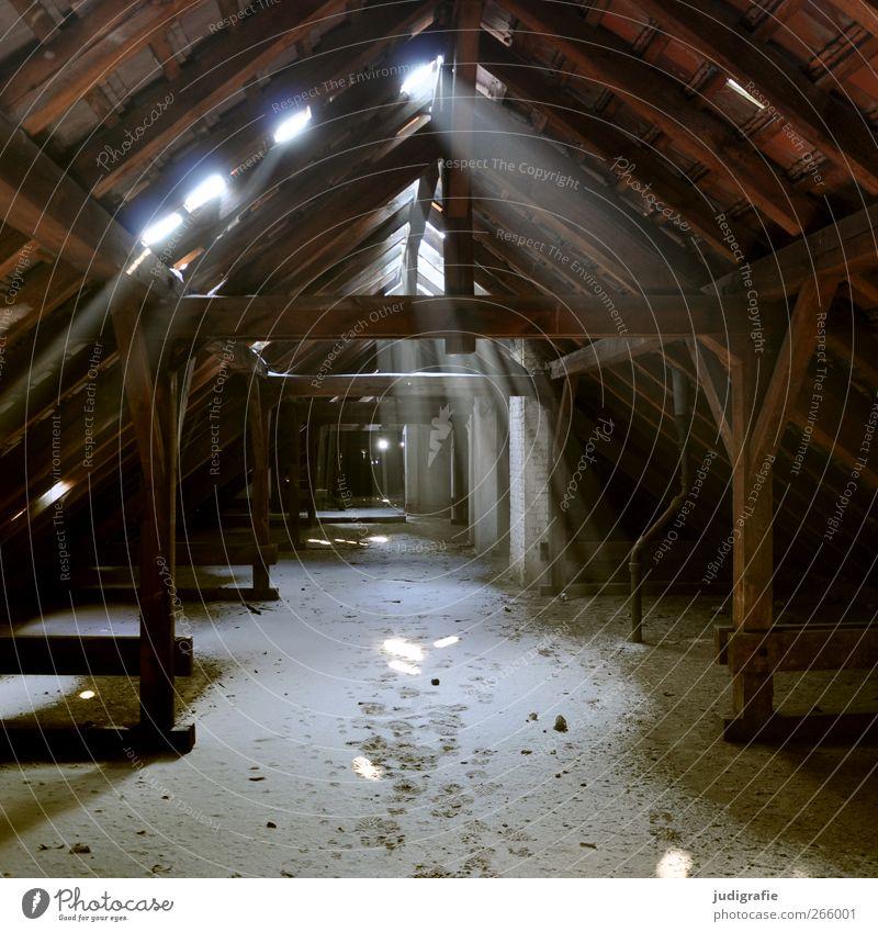Garnison Winter Schnee Haus Dach leuchten alt dunkel gruselig kaputt braun Stimmung Verfall Vergangenheit Vergänglichkeit Wandel & Veränderung Unbewohnt