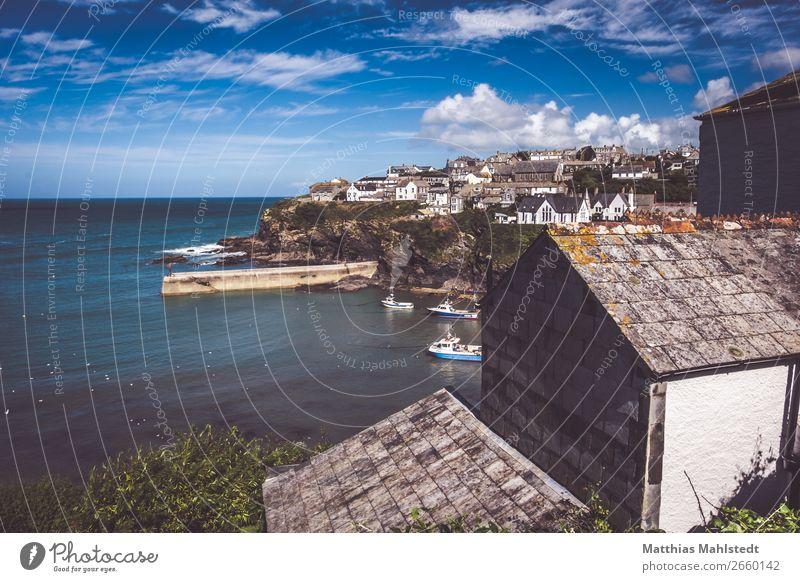 Blick auf Port Isaac in England Himmel Ferien & Urlaub & Reisen Natur alt Sommer blau Wasser weiß Landschaft Erholung Wolken Küste braun Freizeit & Hobby