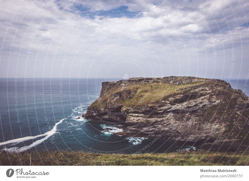Blick auf die Küste von Tintagel in England Himmel Ferien & Urlaub & Reisen Natur Sommer blau grün Wasser Landschaft Wolken Ferne Umwelt natürlich Tourismus